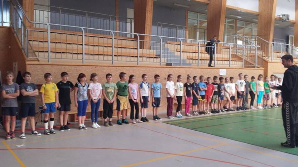 Inčukalna sporta kompleksā notiek mini handbola seminārs